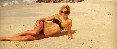 Bikinimodellen ventet p� million�r-eksen og hans nye kj�reste: - Vet ikke hvor mange ganger pistolen gikk av
