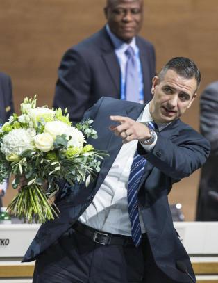 Tidenes dyreste blomsterbud: Ga seg selv 17 mill. i bonus for jobben