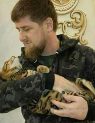 Den tsjetsjenske �b�ddelen� i kattekrangel med HBO-stjerna John Oliver