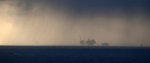 I natt: Nordsj�oljen er igjen over 50 dollar fatet