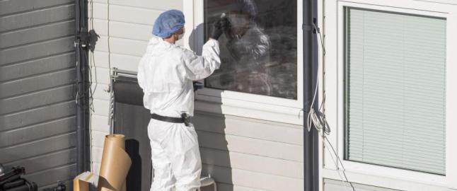 Politiet fant mulig drapsv�pen gravd ned p� H�nes