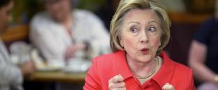 Clinton-leiren er rasende over debattfl�rten mellom Trump og Sanders