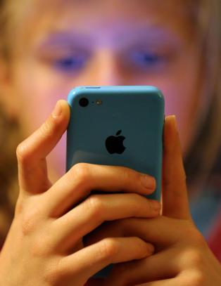 Ny medieunders�kelse: - Viser hvor egnet sosiale medier er til seksuelt misbruk og mobbing
