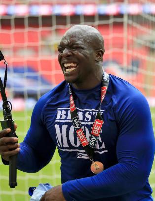 Verdens sterkste fotballspiller med dr�mmedag p� jobben