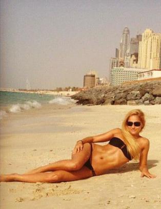Bikinimodellen (26) drepte million�rkj�resten og flyktet i hans luksusbil