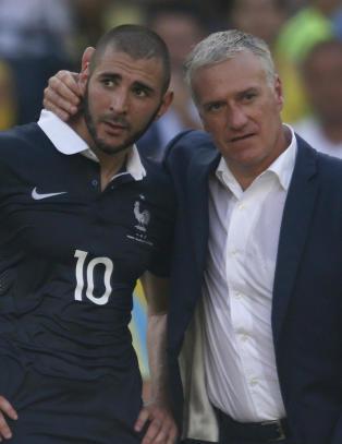 Benzema g�r i strupen p� landslagssjefen etter EM-nekt: - Han ga etter for press fra rasister