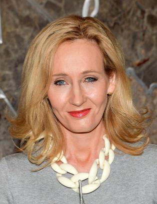 J.K. Rowling kaller kritikerne en gjeng med rasister