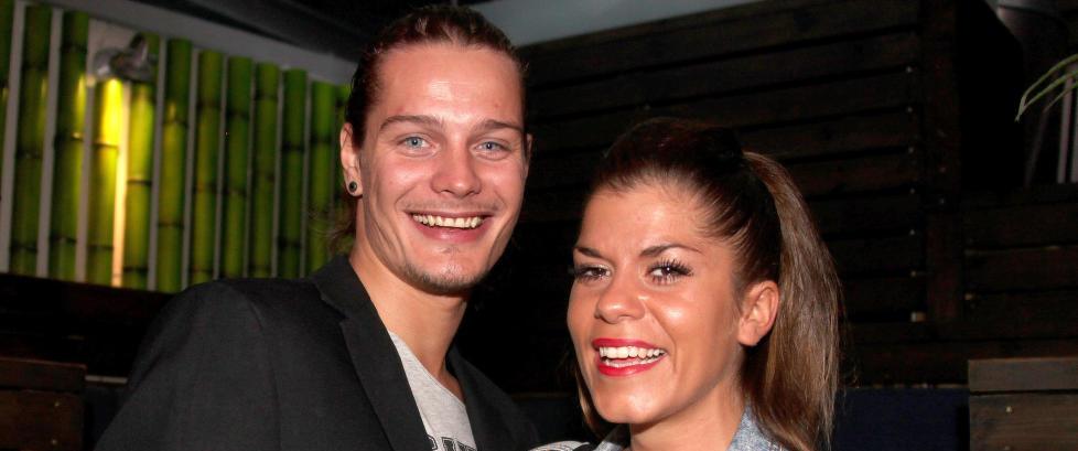I fjor giftet «Paradise»-paret seg i Las Vegas. I går fridde Dennis (24) til Kristin (29) i samme by