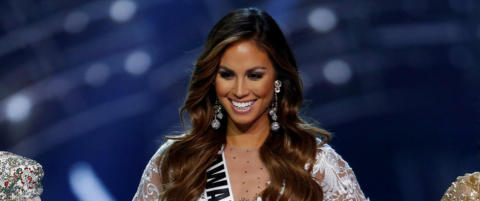 Miss Hawaii fikk kontroversielt sp�rsm�l p� direkten. N� hylles hun for sitt svar