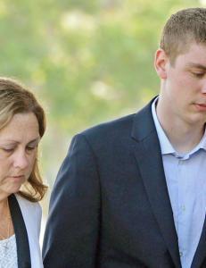 Tidligere voldtektsanklaget raser over Stanford-overgriperens dom