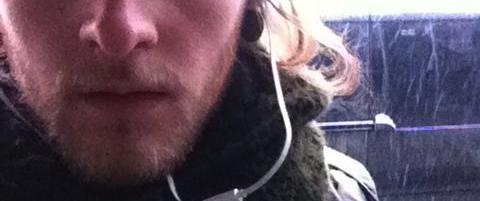 Jesper (21) sier han ga skyss til haikere. Nå er han dømt for menneskesmugling