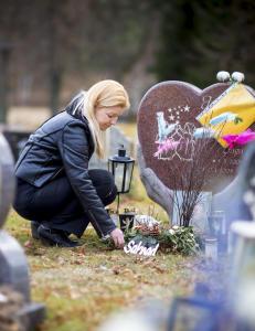 Emmas barn ble drept av samboerens sjalu ekskj�reste. - Jeg tenker p� Max og Saga hele tiden