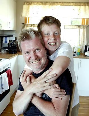 Da Arild fikk hjerneslag var det s�nnen p� �tte som reddet ham: - Emil er helten min