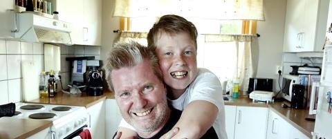 Da Arild fikk hjerneslag var det sønnen på åtte som reddet ham: - Emil er helten min