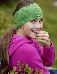 Advarer mot å spise rå blåbær i skogen
