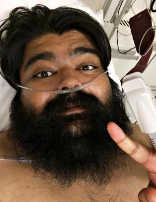 NRK-Abu: - Tok selfies mens jeg holdt på å dø