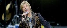 Auksjonerer bort h�rlokk fra Bowie