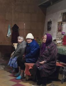 Her lever bestemødrene flere titalls meter under jorda for å unnslippe krigen