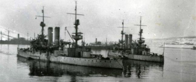 Bare timer etter at bildet ble tatt, ble de to norske panserskipene senket