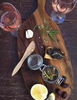 Olivenmosen som ikke helt er en dipp, ikke helt et pålegg