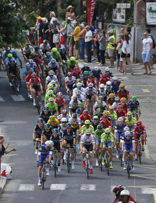 Skogbrann herjer like ved Tour de France-feltet