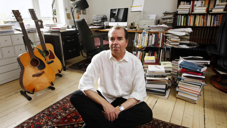 Jan kjærstad fotografert hjemme hos seg selv foto erlend aas