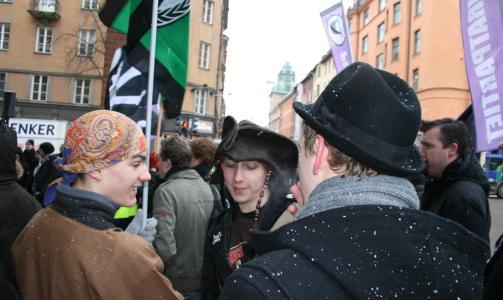 VOLDSOMT ENGASJEMENT: Piratene er i voldsomt overtall i den offentlige debatten om saken. Her fra g�rsdagens demonstrasjon. FOTO: JOAKIM THORKILDSEN
