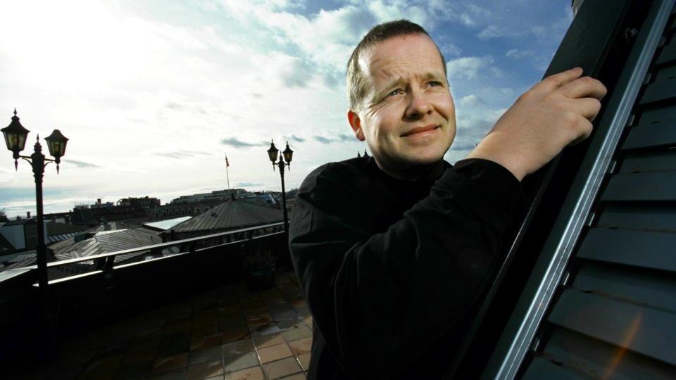 AUST-AGDER: �ystein Hauge minnes tregolvene p� Veg�rshei Folkebibliotek. Foto: TOR ARNE DALSNES