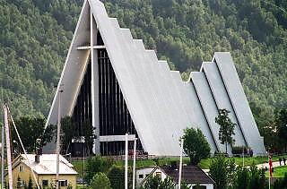 LIKE FIN?: Her er den ordentlige Ishavskatedralen. Foto: HANS ARNE VEDLOG