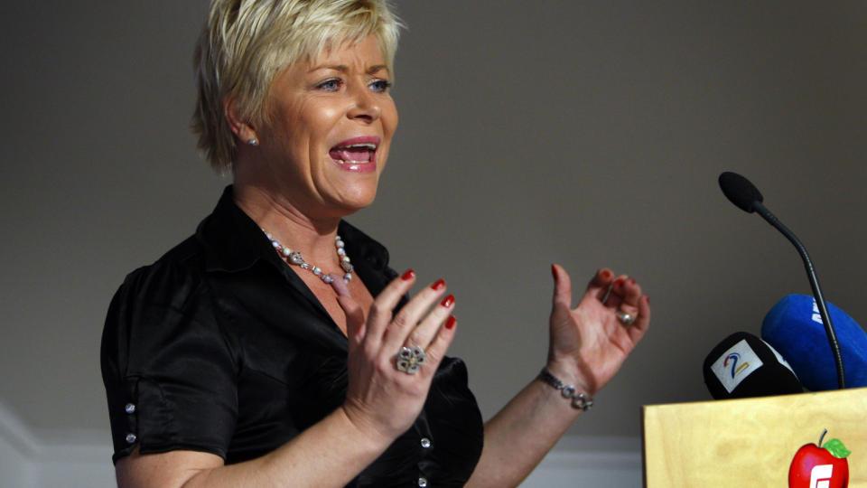 HARDT UT:  Siv Jensen har tjent stort p� utspillet om den p�st�tte snikislamiseringen av Norge. N� g�r hun enda lenger og kaller kampen mot radikal islamisme v�r tids viktigste.  Foto: Erlend Aas / SCANPIX