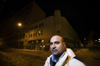 VIL HA MOSKE-STOPP: Frp-medlem Danny G. Chaudhry gikk ut i Dagbladet.no for en uke siden � krevde mosk�-stopp i Oslo. Her forann moskeen i Urtegata i Oslo. Foto: HENNING LILLEG�RD