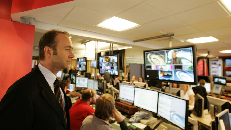 SIER JA TIL TV UTEN NRK: Kulturminister Trond Giske vil n� tillate folk som eier tv uten tv-signal � slippe unna NRK-lisensen. Foto: Knut Falch / SCANPIX .