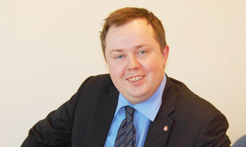 �NSKER OLJEBORING VED KORALLER: Statssekret�r i Olje- og energidepartementet, Robin Martin K�ss (Ap). Foto: Regjeringen.no.