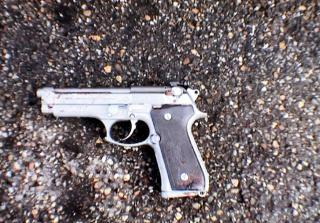 DRAPSVÅPENET: Tim Kretschmer (17) stjal dette automatvåpenet, sannsynligvis en 9 mm Beretta, fra foreldrenes soverom. Foto: SCANPIX