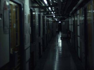 HISTORISK GRUNN: Bak andre d�r fra venstre, i en korridor i kjelleren p� CERN, satt Tim Berners-Lee da han fant opp world wide web. Bildet er tatt av Operas teknologisjef H�kon W. Lie, som jobbet med Berners-Lee p� CERN og i World Wide Web Consortium fra 1994 til 1999. Foto: H�KON W. LIE
