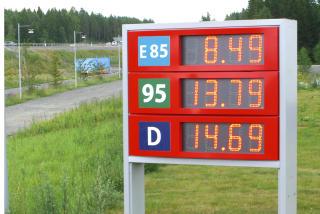 LIGNER P� FRP: P� mange m�ter ligner Butts parti Fremskrittsparti. De vil ha lavere bensinpriser, fjerne bompengeringen og innf�re lavere skatter. Bildet viser drivstoffpriser, etanol, bensin, diesel, p� Statoil-stasjonen i Str�ngn�s i Sverige 10. juli 2008. Foto Per L�chen / SCANPIX