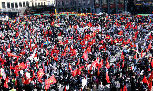REISTE LANGVEISFRA: N�rmere 3000 deltok i demonstrasjonen som varte i over fire timer.  Foto: HARALD S. KLUNGTVEIT