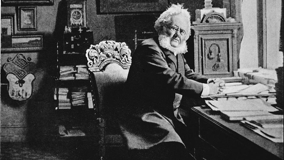 SPEKULASJONER: I �tti �r har sp�rsm�let om Ibsens opphav hatt i seg kimen til diskusjon. Foto: Scanpix