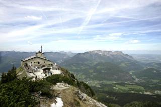 HITLERS BERCHTESGADEN: Hitler trodde selv at det var s� mange sunne barn p� landsbygda rundt fjellhuset hans, fordi det var et SS-regiment stasjonert her. Foto: AP/Yves Logghe