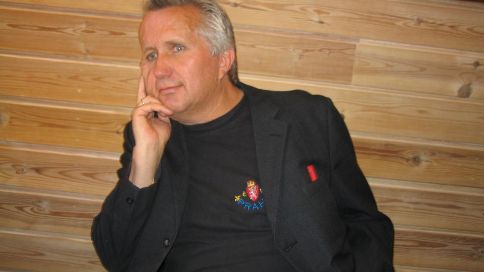 GLAD I DIKT: M�nedens vinner p� Diktkammeret heter Bj�rn Amdahl (51). Foto: PRIVAT