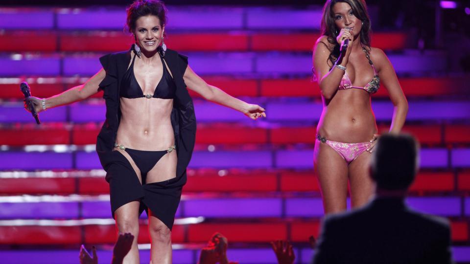 Da bikinikledde Kara DioGuardi , tok showet eller? thumbnail