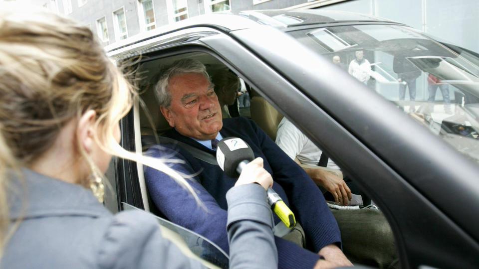 I OSLO: David Irving ankom i dag Oslo TV2s lokaler i Karl Johansgate i Oslo. Foto: Stian Lysberg Solum/SCANPIX
