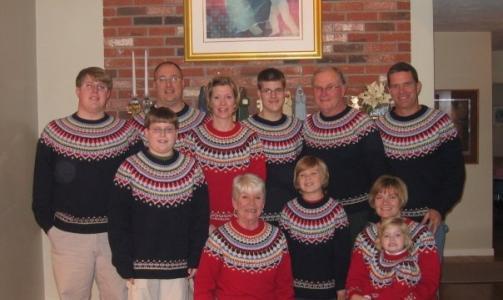 KJ�RER STIL: Genser-familien.  Foto: Awkward Family Photos