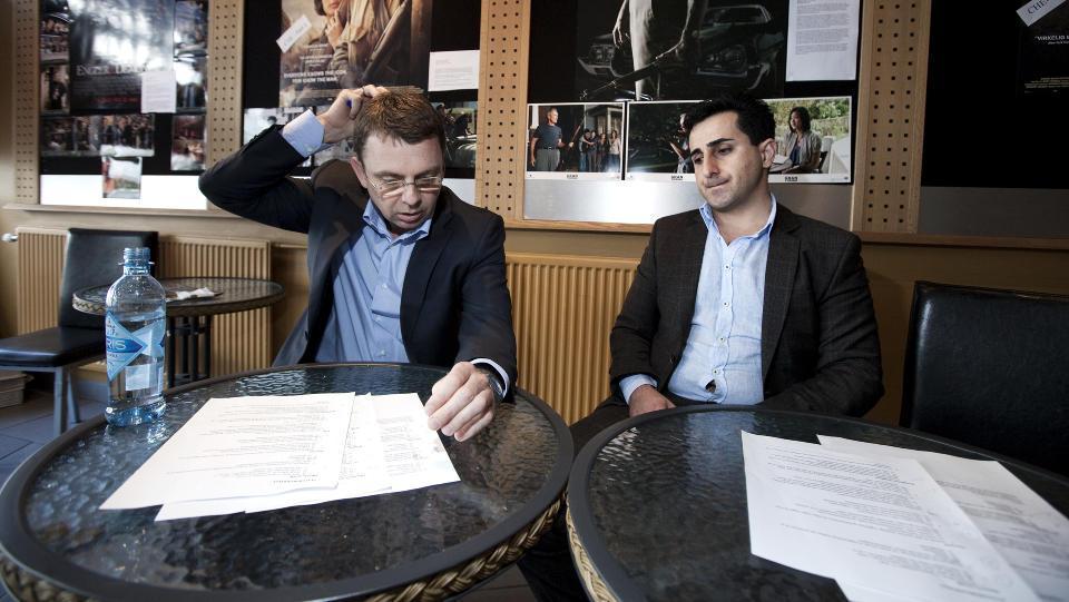 BESTO: B�de NOAS-sjefen Morten Tjessem og SV-politiker og kurder, Amir Payan besto H�yres statsborgertest. Fra 2011 vil regjeringen ha p� plas en test for alle nye nordmenn. De to er helt uenige om det er en god id�. Foto: Henning Lilleg�rd