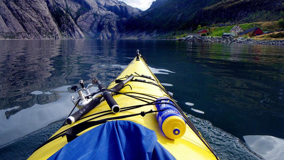 POPULÆRT: Norge seiler opp som en av Europas mest populære kajakkland. Her er vi på kysteventyr i Nordfjord. Foto: Kirsten M. Buzzi