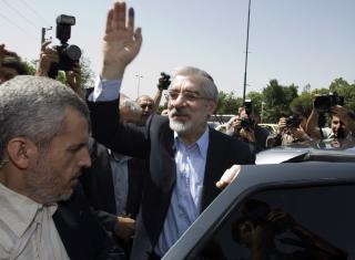 TIES: President-kandidat Mirhossein Mousavi sitter angivelig i husarrest for �yeblikket. Foto: Scanpix/REUTERS/Raheb Homavandi