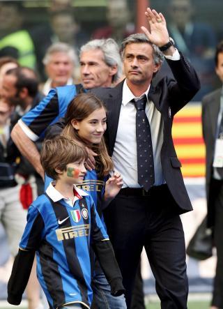 MOURINHO-AGENT: Jorge Mendes s�rget for at Jos� Mourinho kom til Chelsea og har ogs� fulgt manageren videre i karrieren, til Inter. Foto: EPA