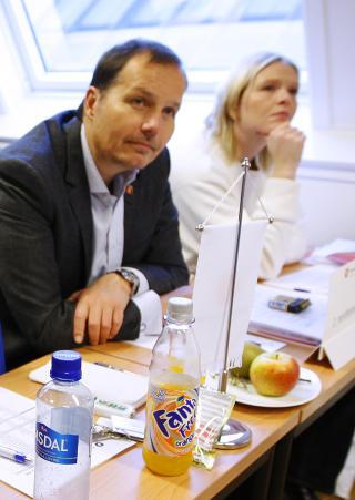 SKEPTISK: Helsebyråd i Oslo Sylvi Listhaug sammen med Per-Arne Lodding Olsen under Frps landsstyremøte i Oslo. Foto: Erlend Aas / SCANPIX