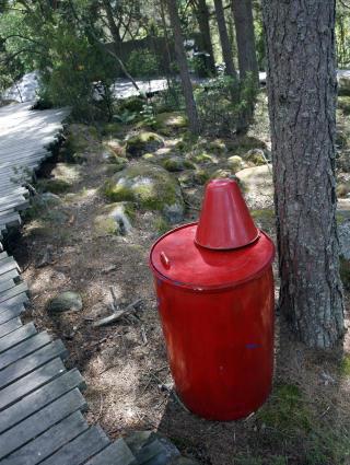 FORNUFTIG: Med jevne mellomrom er det utplassert store vannt�nner som kan brukes dersom det oppst�r branntill�p.