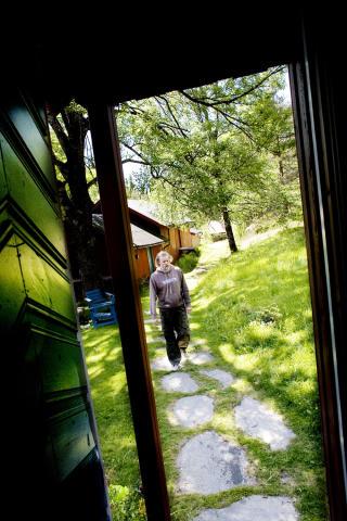 TRIVES UTE: — 16 �r er lenge � sitte inne. Det er godt � v�re ute, sier Vikernes. Foto: LINDA N�SFELDT/DAGBLADET